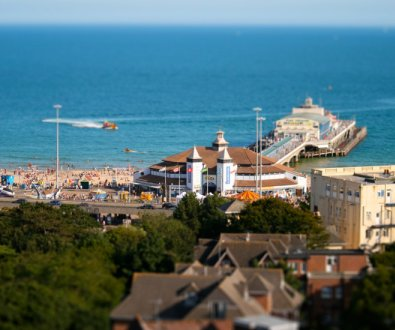 bournemouth-pier-beach-sunny-day