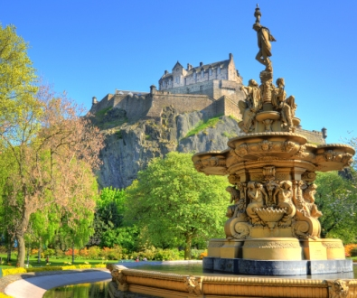 edinburgh-castle-view-from-gardens-fountain